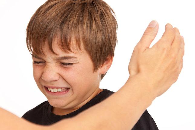 Frapper son enfant, la plus cruelle des transmissions